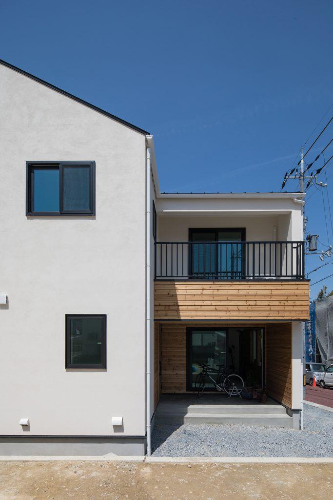 04 グレータイル × ガラスウォールの家